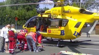 Cade mentre pota un albero, 43enne soccorso dal Pegaso