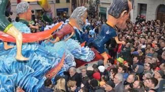 Carnevale, Foiano frena ma è più forte del maltempo. L'Orciolaia chiede la terza sfilata
