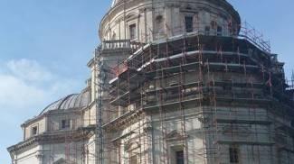 """Todi, restauro-pasticcio: """"Tempio sfregiato dalle impalcature"""""""
