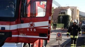 """Tragedia evitata a Canegrate: bambino """"appeso"""" sul balcone salvato dai vigili del fuoco"""