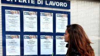 Istat, disoccupazione al minimo da tre anni. Ma a ottobre diminuiscono i giovani occupati