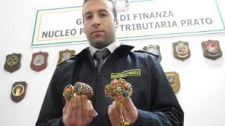 Maxi sequestro di bigiotteria pericolosa, 25 denunce